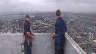 6000 Fenster putzen – Die Arbeit der Reinigungsprofis am höchsten Wohnhaus der Welt