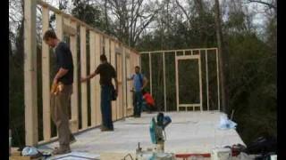 """Der Bau des """"Pattern Book House"""" – Ein Projekt von rural studio / Auburn University, Alabama (USA)"""