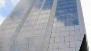 Shanghai: Glitzertürme, Wolkenkratzer … und gute Ratschläge von der Reklame-Fassade
