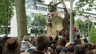 Die Riesen in Berlin: Vorschau und Stimmen zum Theater-Spektakel