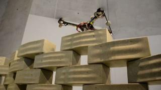 Erfolgreicher Modellversuch: Quadrocopter bauen ein Hochhaus