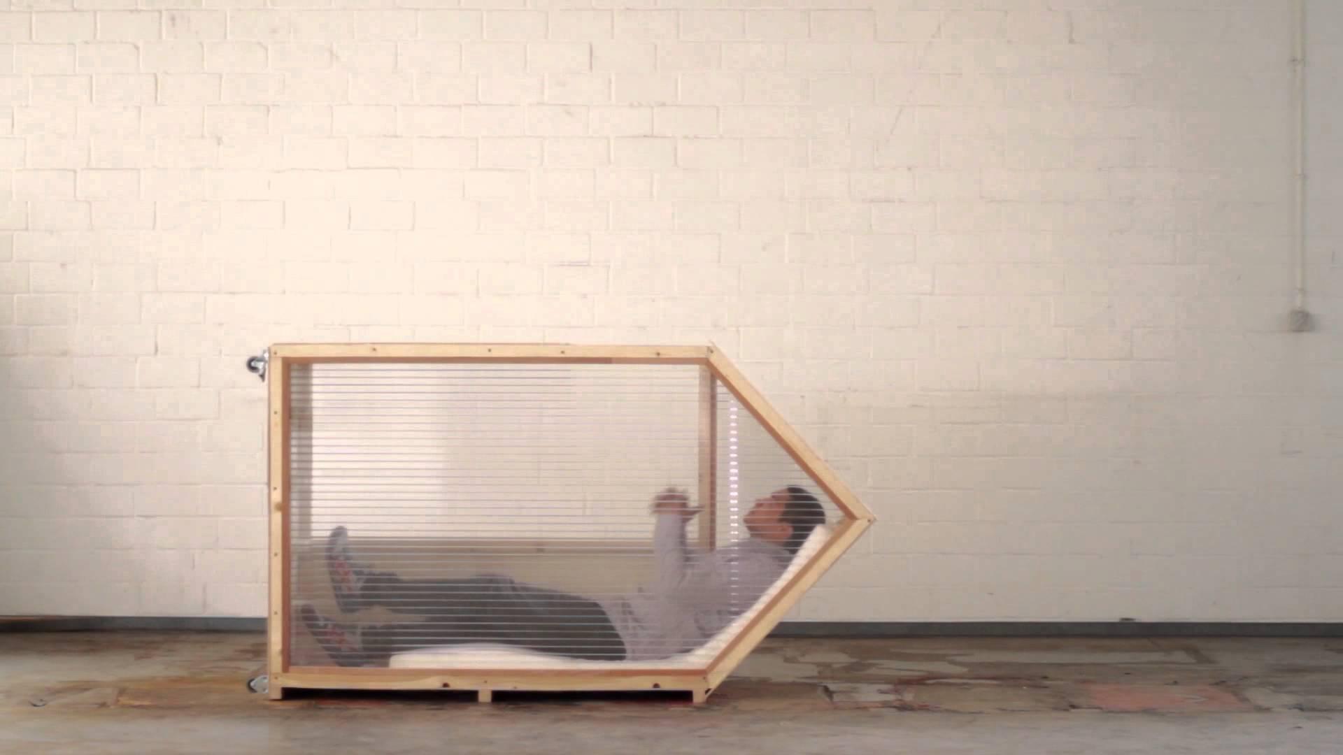 arbeiten und schlafen auf kleinstem raum das 1 quadratmeter haus von van bo le mentzel. Black Bedroom Furniture Sets. Home Design Ideas