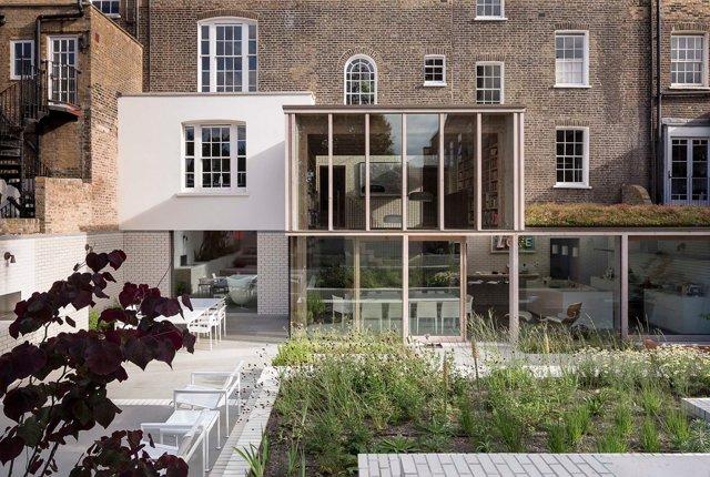 """Tageslicht im Untergeschoss und feine Details: Das """"East London House"""" von Riches Hawley Mikhail Architects"""