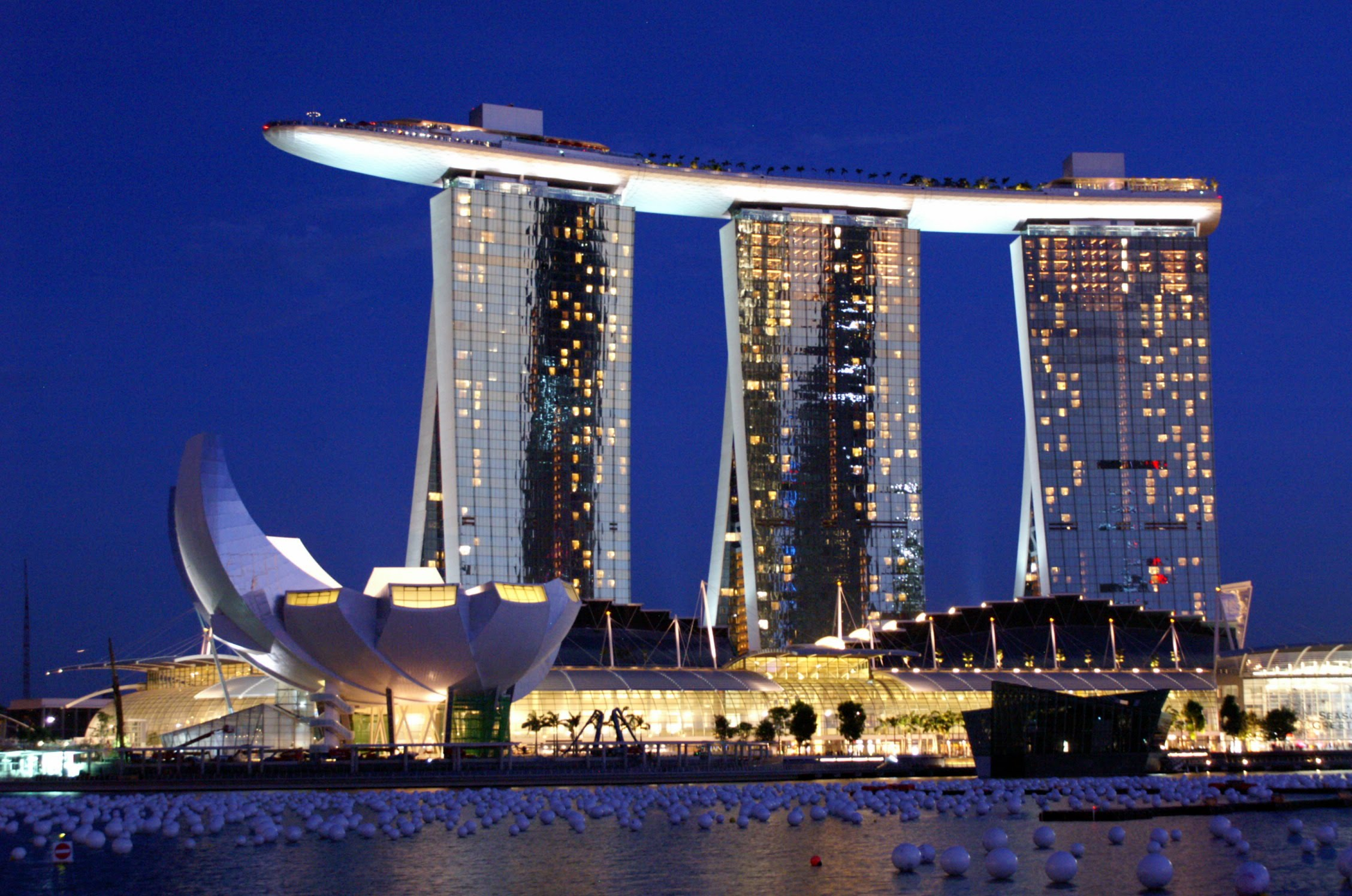 Der bau des singapur marina bay sands hotels - Singapore tallest building swimming pool ...